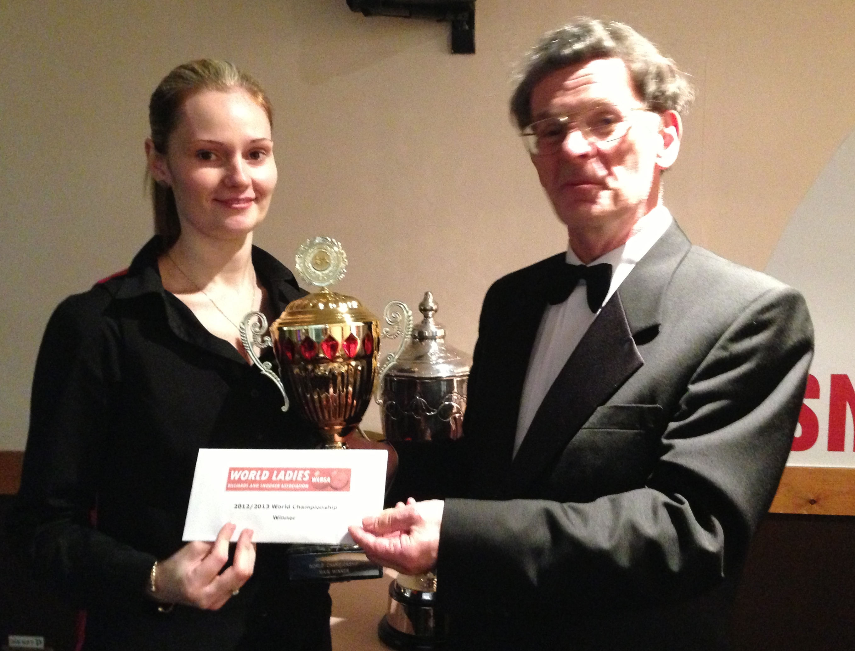 Champion Reanne Evans and tournament director Steve Markham VC(1)